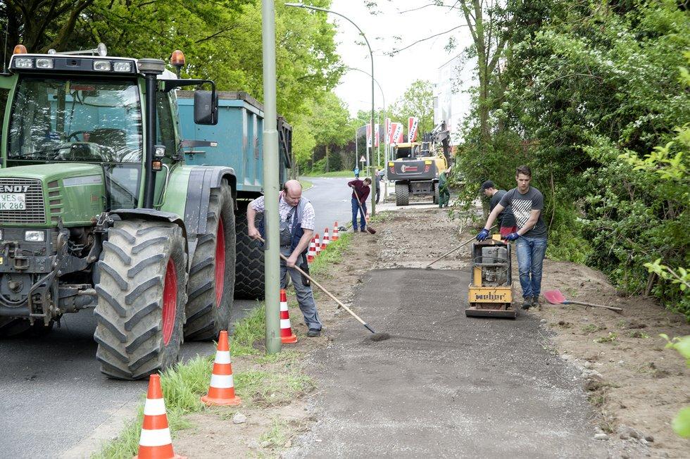 mit vereinten kraften trampelpfad zu fussweg ausgebaut